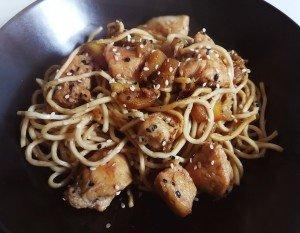 Nouilles Chinoises au poulet, courgette et sauce soja