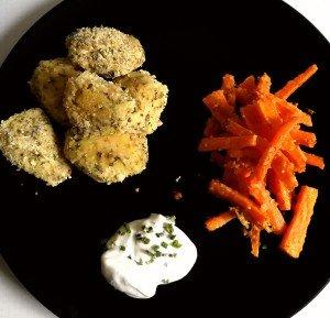 Poulet pané au yaourt et fines herbes accompagné de frites de carotte au parmesan