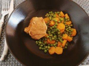 Veau printanier accompagné de petits pois et carottes